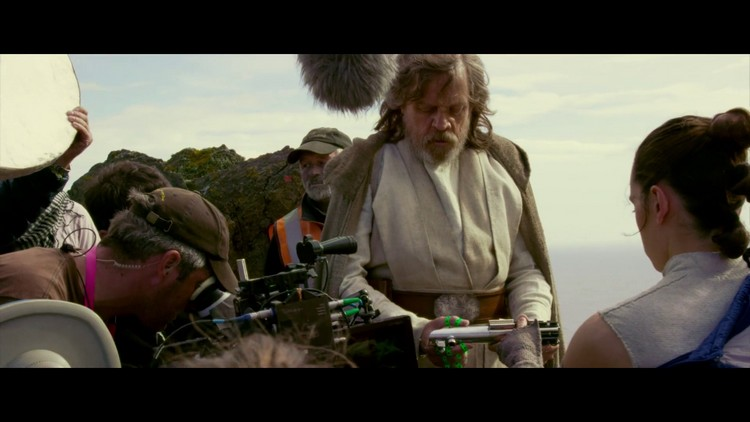 http://www.starwars-universe.com/images/actualites/episode8/bts/vlcsnap-2017-07-16-19h37m41s942.jpg