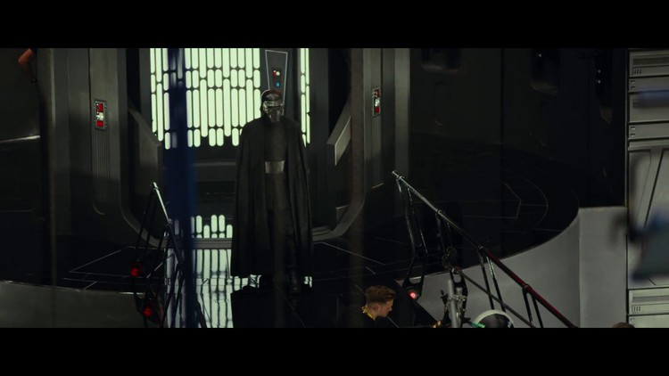 http://www.starwars-universe.com/images/actualites/episode8/bts/vlcsnap-2017-07-16-19h37m55s582.jpg