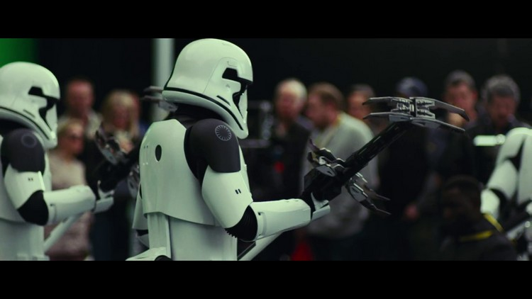 http://www.starwars-universe.com/images/actualites/episode8/bts/vlcsnap-2017-07-16-19h38m48s818.jpg