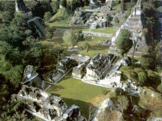 vue aérienne des ruines de Tikal