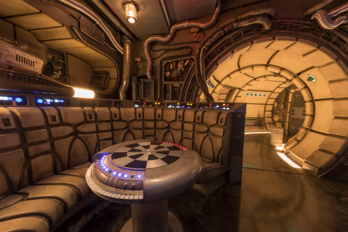 Galaxy's Edge Millennium Falcon: Smugglers Run