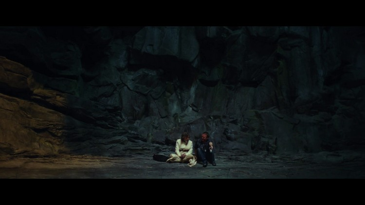 https://www.starwars-universe.com/images/actualites/episode8/bts/vlcsnap-2017-07-16-19h37m13s332.jpg