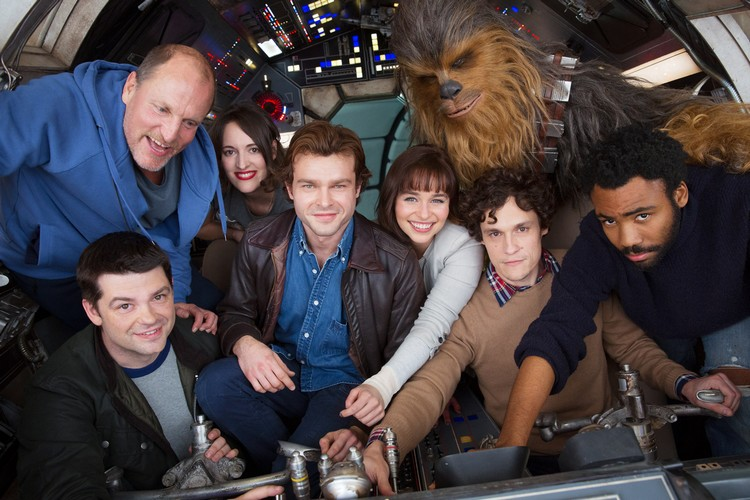 https://www.starwars-universe.com/images/actualites/spinoff/han-solo-cast-photo_.jpg