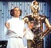 C-3PO tient compagnie à cette charmante Leia.