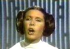 Quand Leia chante, nos oreilles déchantent.