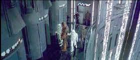 Luke, Han habillé, d une tenue de stormtrooper, s'apprêtent à rejoindre le centre de détention de la DeathStar 1
