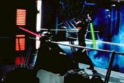 Dans la salle du trone, Luke s'apprête à achever son père sous l emprise du DarkSide