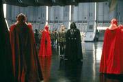 Vader accueille l'Empereur accompagné du Moff Jerjeyrod