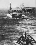Une colonne de porte-avions Américains durant le deuxième conflit mondiale
