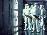 Un groupe de stormtroopers patrouillant dans l Etoile Noire