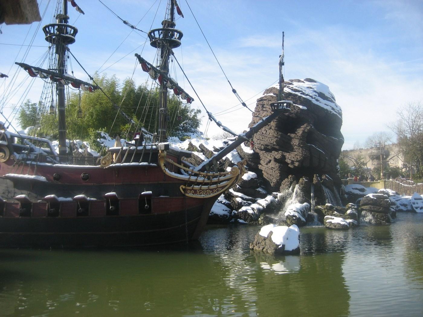 Le crâne de Disneyland Paris sous la neige