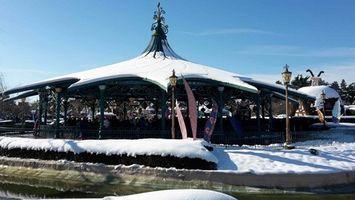 Les tasses de Disneyland Paris sous la neige