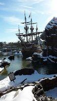 Le bâteau pirate Disneyland Paris sous la neige