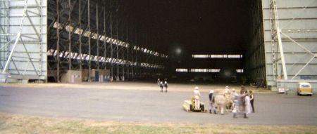 tournage devant le hangar