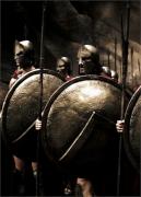Le bouclier antique de Sparte illustré dans le film 300 © Legendary Pictures, Virtual Studios, Cruel and Unusual Films
