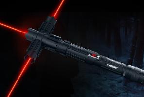 La réplique du sabre de Kylo Ren © Wicked Laser